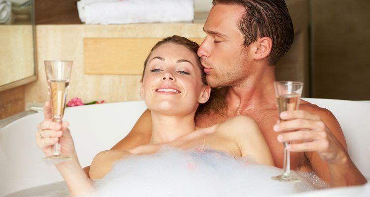 Consigli per fare l 39 amore in acqua bigodino - Sesso in vasca da bagno ...