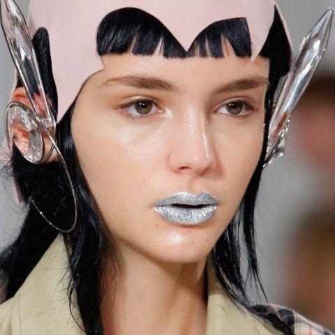 Make up labbra primavera-estate 2017, argento da Maison Margiela