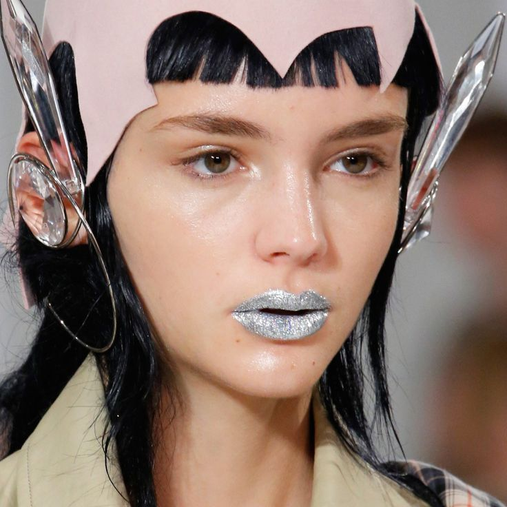 Make up labbra primavera-estate 2017, argento da Maison Margiela