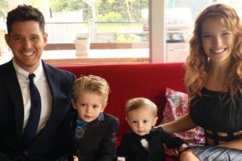"""Michael Bublé annuncia: """"Mio figlio ha sconfitto il cancro!"""""""