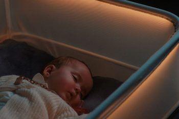 Arriva la culla che simula un viaggio in auto: addio notti insonni!