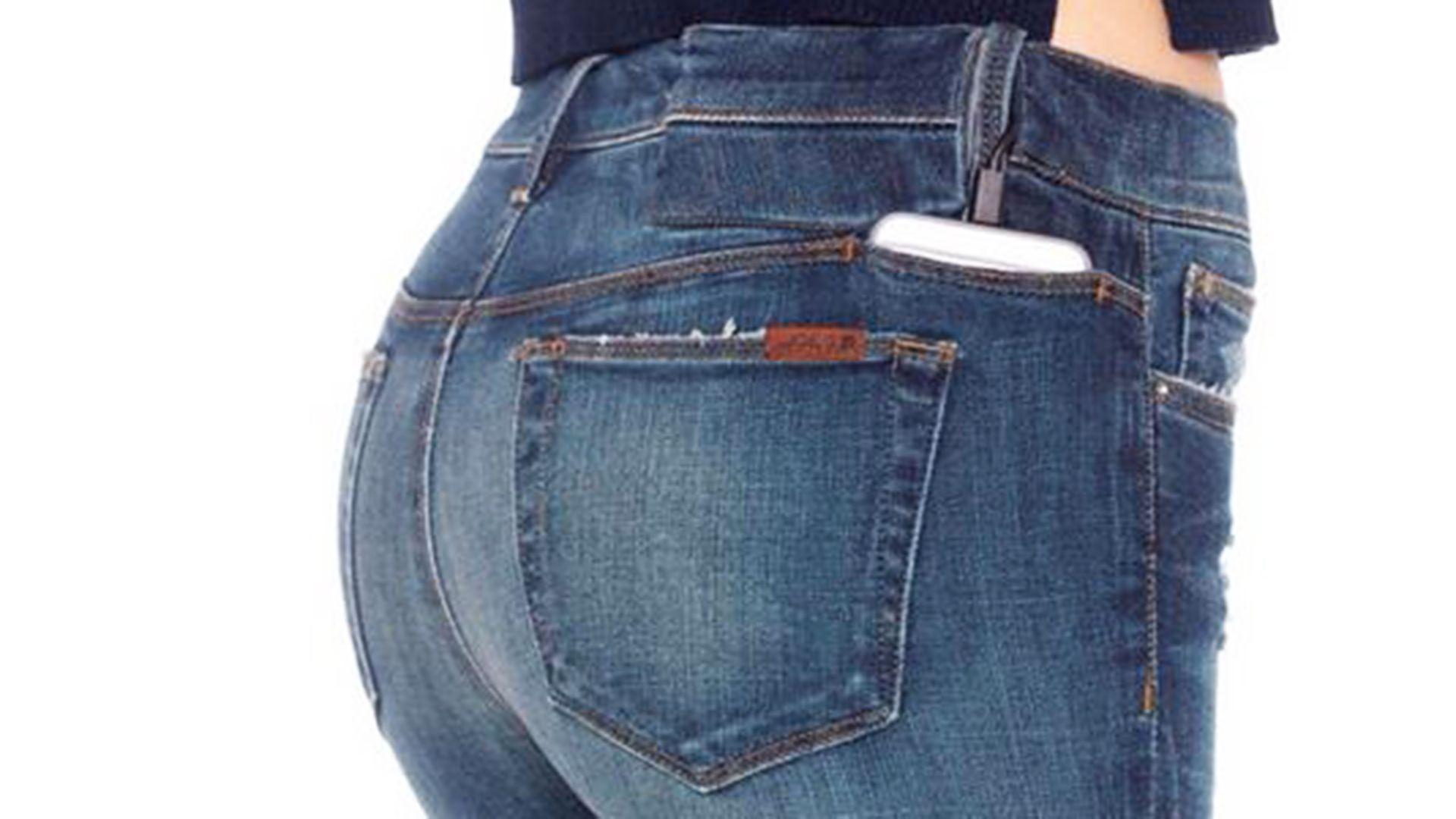 I migliori jeans per donne basse di statura