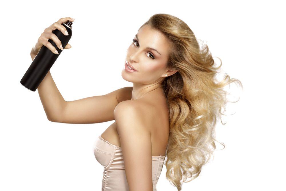 Come si usa la lacca per fissare i capelli perfettamente