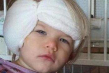 La bambina si sveglia dopo l'intervento e scopre cosa ha fatto il medico