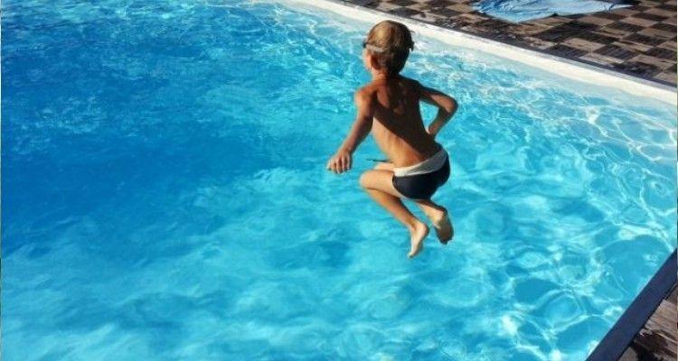 Bagno al mare o in piscina: qual è l'ora giusta per tuffarsi dopo mangiato?