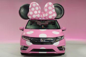Sulle strade arriva la macchina di Minnie… a pois rosa!