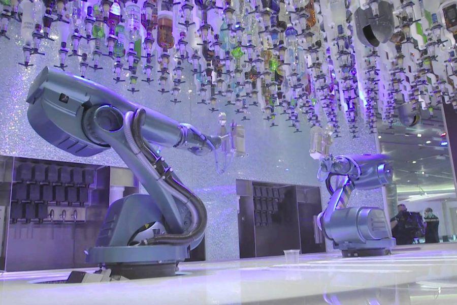 A Torino il primo bar dove i drink li servono i robot!