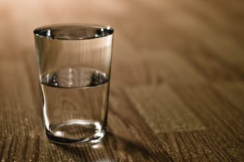 Perché dovremmo sempre guardare il bicchiere mezzo pieno