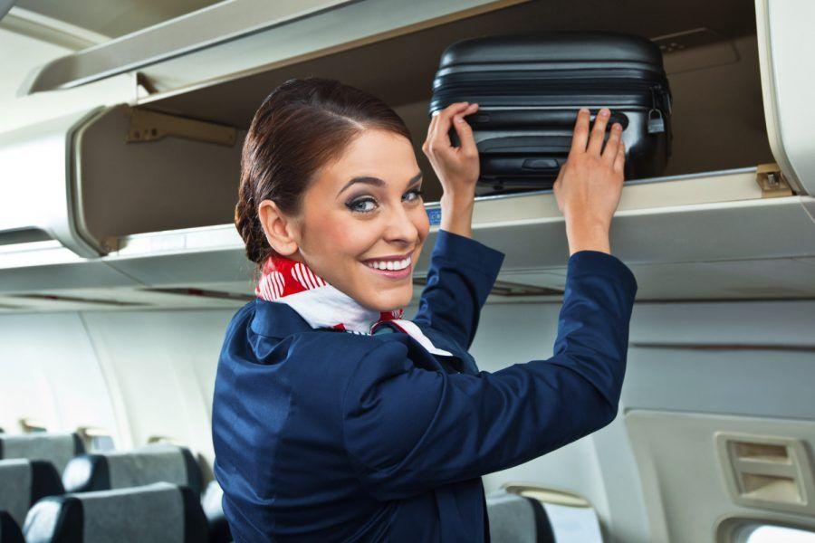 7 cose che hostess e steward notano di te appena sali a bordo