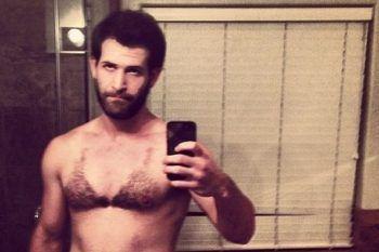 I peli del petto depilati a bikini sono la cosa più orribile vista in rete