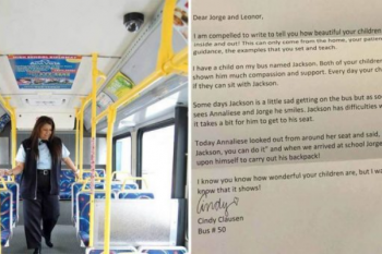 L'autista del bus da una lettera a un bambino e gli chiede di consegnarla a sua madre
