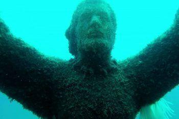 Le statue immerse in acqua da vedere in immersione