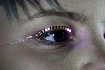 La nuova frontiera della bellezza sono le ciglia luminose con LED