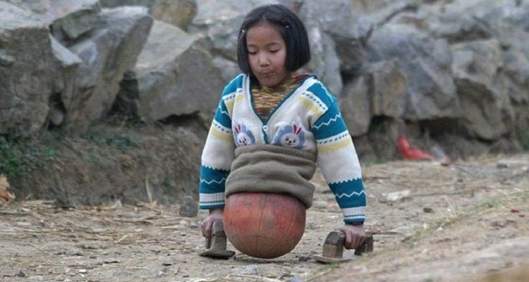 La bambina della palla da basket oggi è una ragazza ed è un'atleta