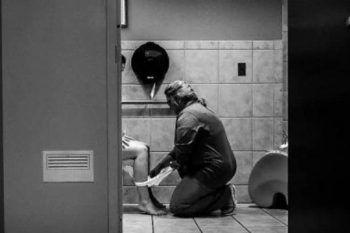 La foto dell'infermiera che ha fatto impazzire il web
