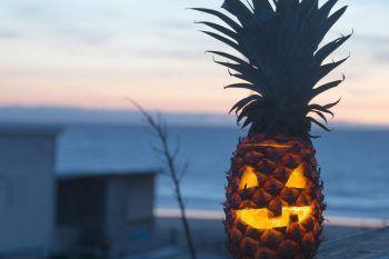 Halloween, al posto della zucca intagliamo l'ananas?