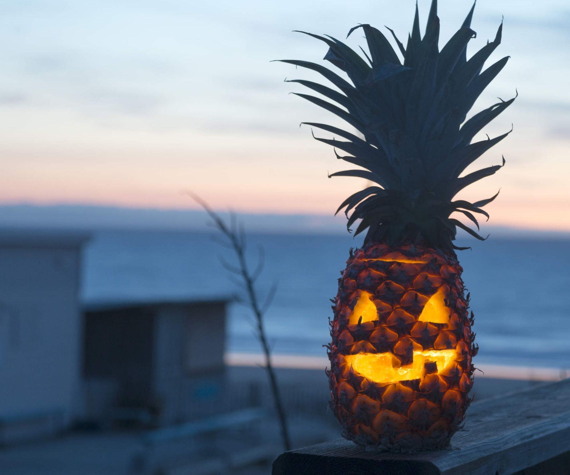 Come Fare Zucca Di Halloween Video.Halloween Al Posto Della Zucca Intagliamo L Ananas Bigodino