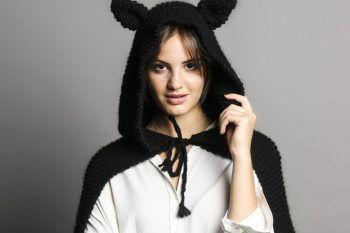 La mantella con orecchie da gatto è il vestito più chic per Halloween 2017