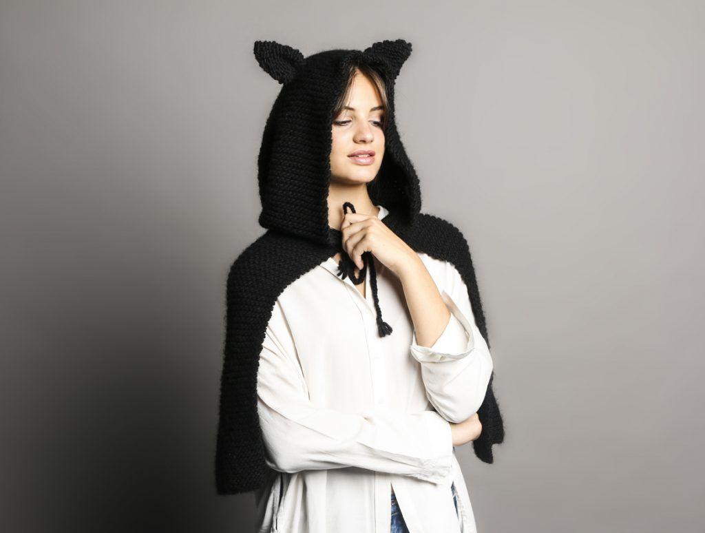La mantella con orecchie da gatto è il vestito più chic per ... 194c5b44a046