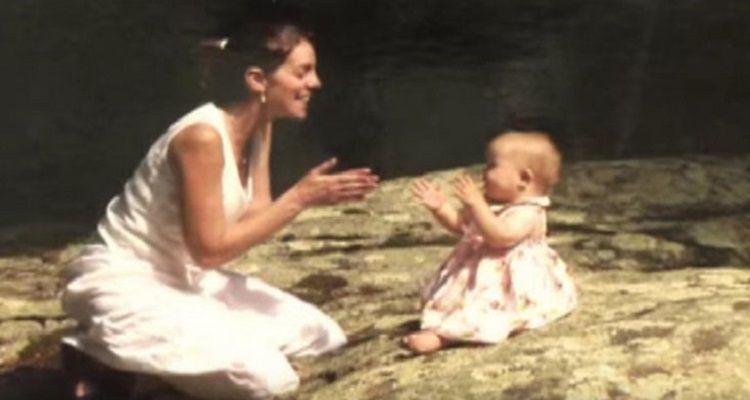 Poco più di una neonata, questa bambina non voleva che la sua mamma adottiva la toccasse