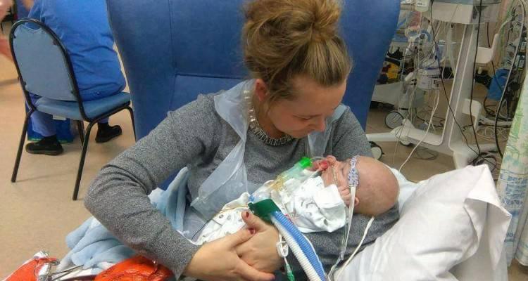 Una madre chiede aiuto al mondo per il suo piccolo bimbo di 5 settimane.