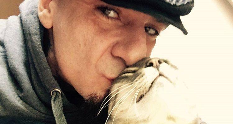 J-ax dice addio al suo gatto