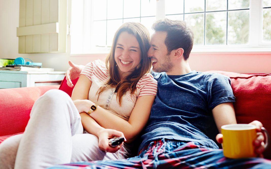 Risultati immagini per innamorati che si guardano negli occhi nel letto
