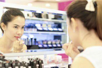Lo sapete che i tester di make up sono pieni di batteri?