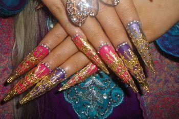 Le manicure più brutte che si sono mai viste in giro
