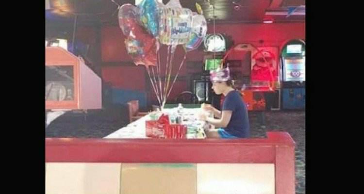 """Nessuno si presenta al suo compleanno, solo perché è una bambina """"speciale"""""""