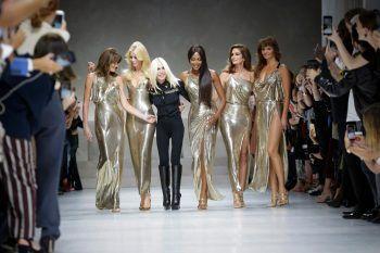 Versace compie 40 anni e non li dimostra