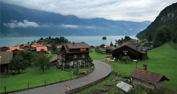 Offrono fino a 53 mila euro per chi è disposto a vivere in Svizzera. Ecco i requisiti