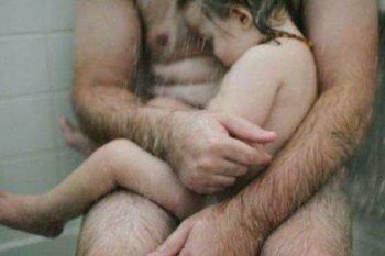 Pubblica la foto del suo bambino, ma viene denunciata