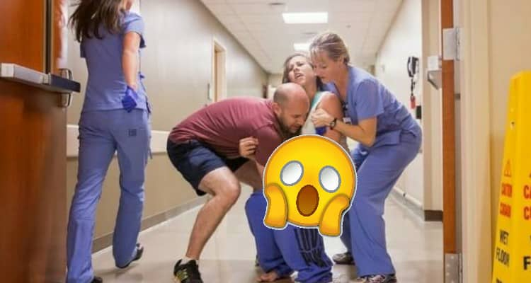 E' stata costretta a partorire sul pavimento dell'ospedale.