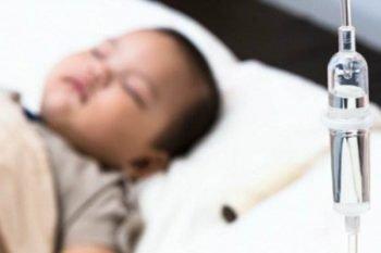 Bambino in grave pericolo a causa di una flebo