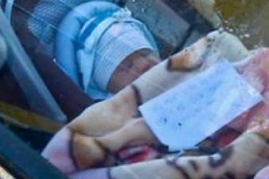 Lascia suo figlio, appena nato, chiuso in macchina, con un biglietto