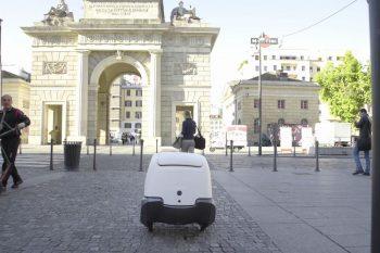YAPE, il robottino pony express debutta alla Fashion Week