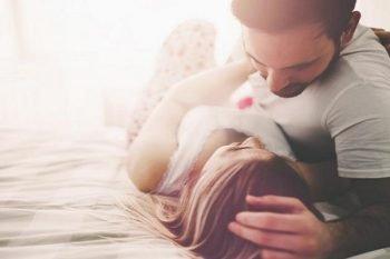 Fare l'amore durante le mestruazioni? Buoni motivi per mettere da parte la timidezza e provarlo