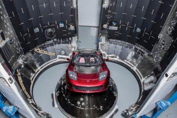 Cosa ci fa un'auto decapottabile su Marte?