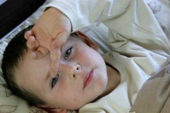 Puoi o non puoi far addormentare tuo figlio dopo che ha preso un colpo alla testa?