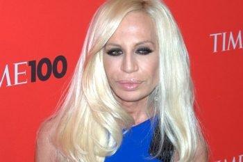 Donatella Versace dice addio alle pellicce