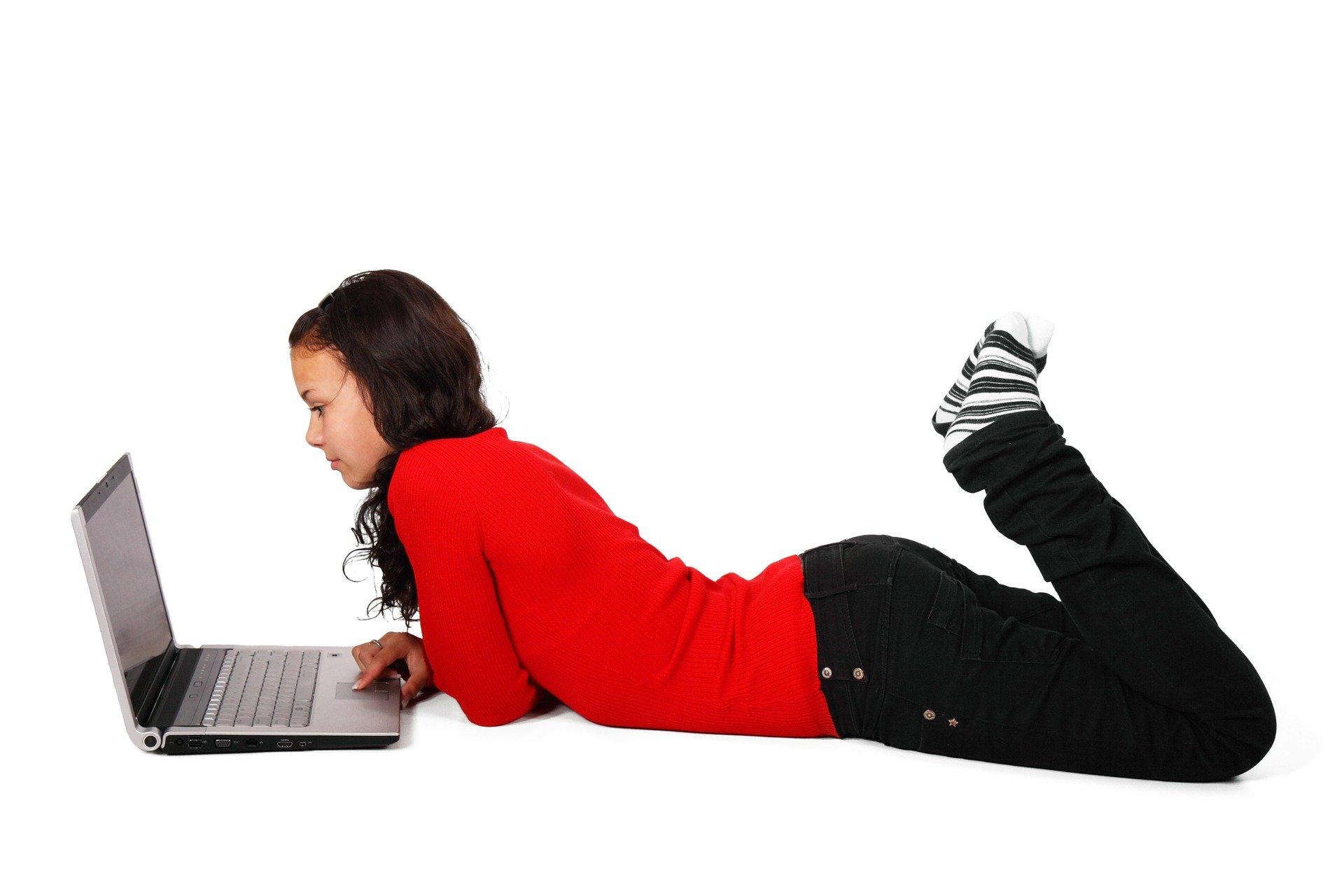 Sicurezza online, 6 ragazze italiane su 10 non si sentono sicure