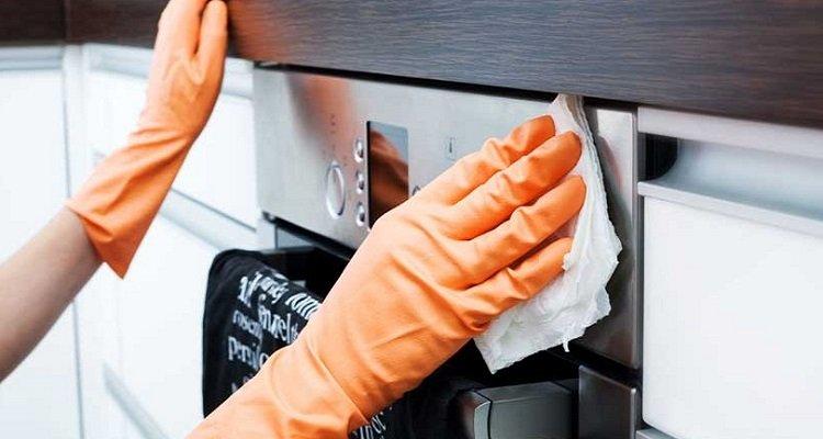 Pulire il forno in maniera naturale