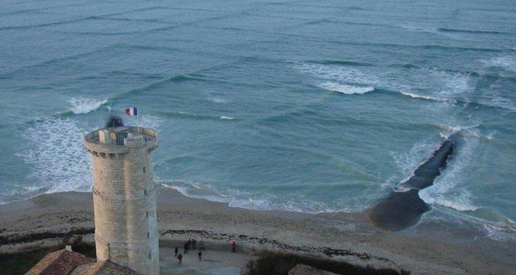 Giovane cattura la foto di strane onde squadrate, trenta secondi dopo scopre il pericolo