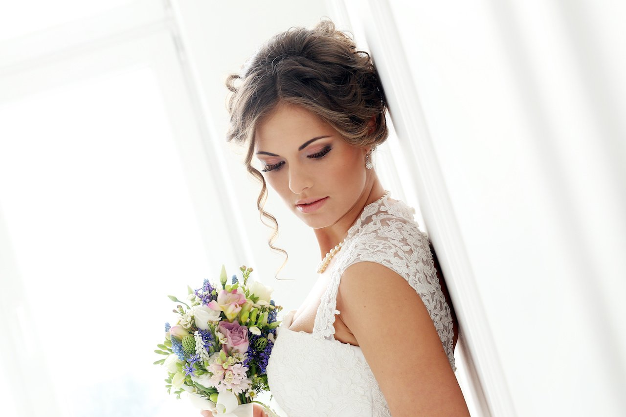 Acconciature sposa con i capelli corti (mossi o lisci)
