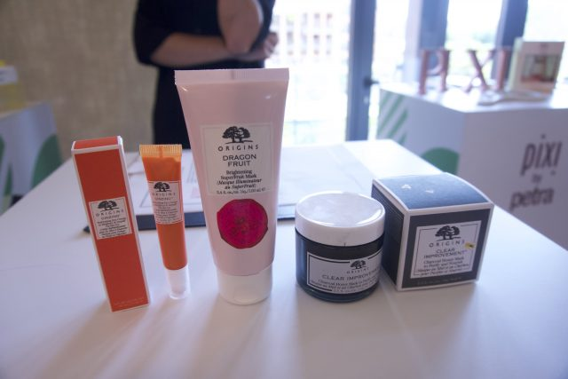Origins - nuovi prodotti per la cura del viso, tra cui l'amatissima maschera al carbone che si arricchisce del miele per evitare l'effetto disseccante