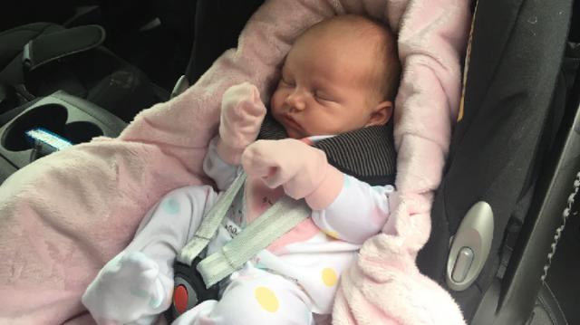neonato-rischia-la-vita-per-un-viaggio-in-macchina