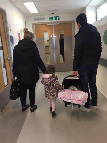 neonato-rischia-la-vita-per-un-viaggio-in-macchina5