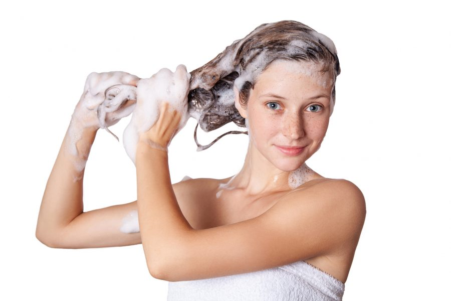come-lavare-capelli-grassi