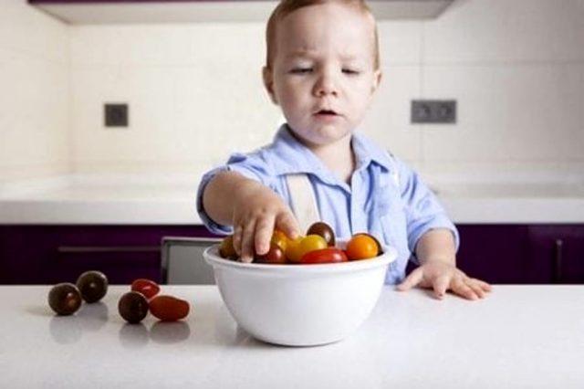 come-dare-l'uva-ai-bambini 1